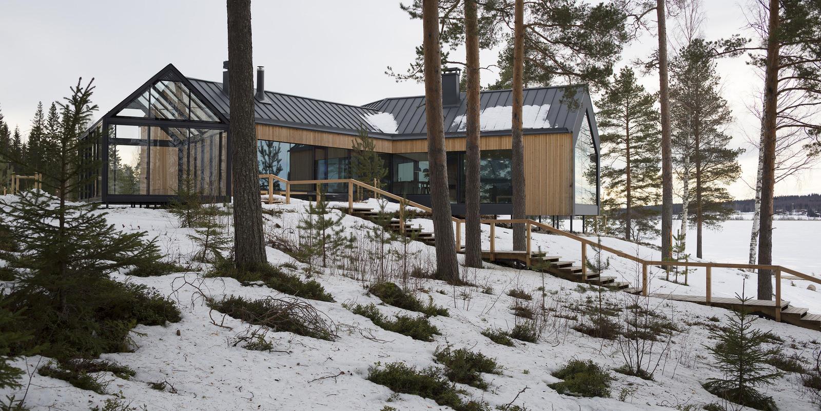 дом в скандинавском стиле в лесу