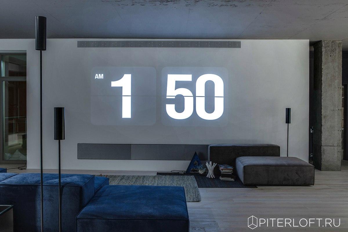 часы на всю стену проектор
