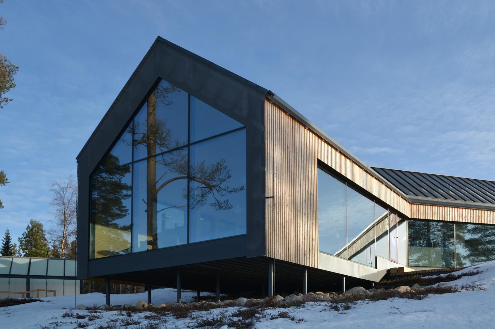 стеклянный загородный дом